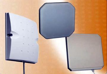 Antena con panel de polaridad circular