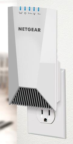 Extensor WiFi mesh tribanda con diseño wall-plug